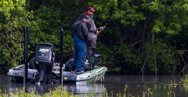 越冬からプリスポーンの川のブラックバスを釣る