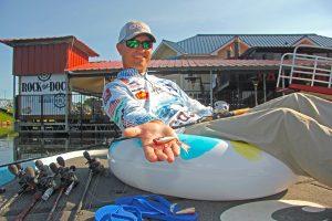 夏のバス釣りは日中でもポッパーを使え!:ケーシー・アシュリー
