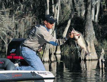 冬のバス釣りにはメタル系ルアー!それぞれの種類と使い方
