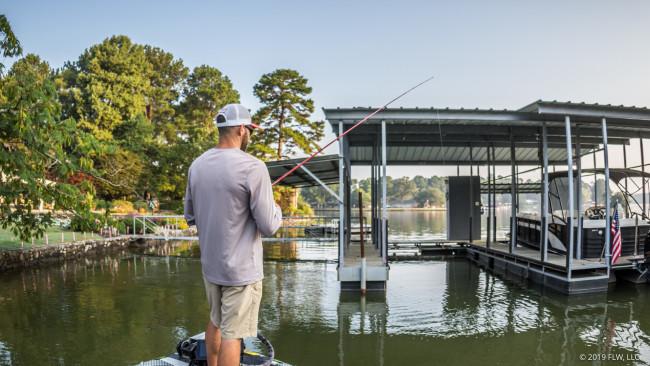 初秋のバス釣り:釣れる桟橋の見分け方