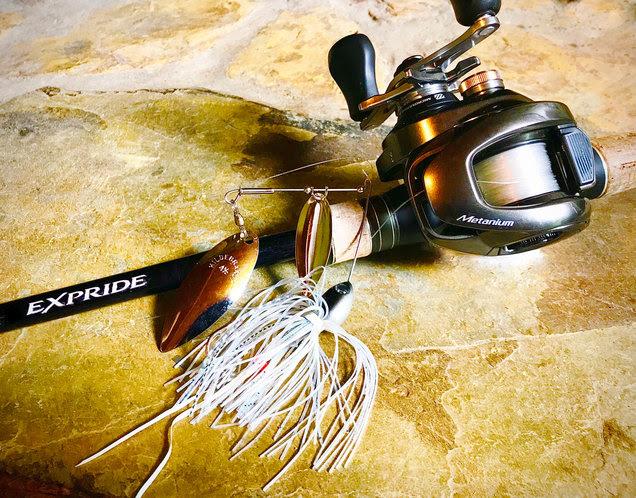 夏のバス釣りにスピナーベイトのスローロール